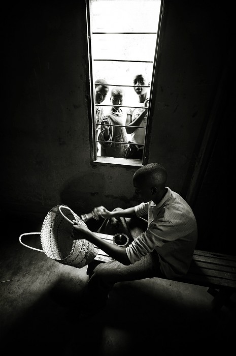 photoblog image Children of Rwanda #5: Skilled basket maker