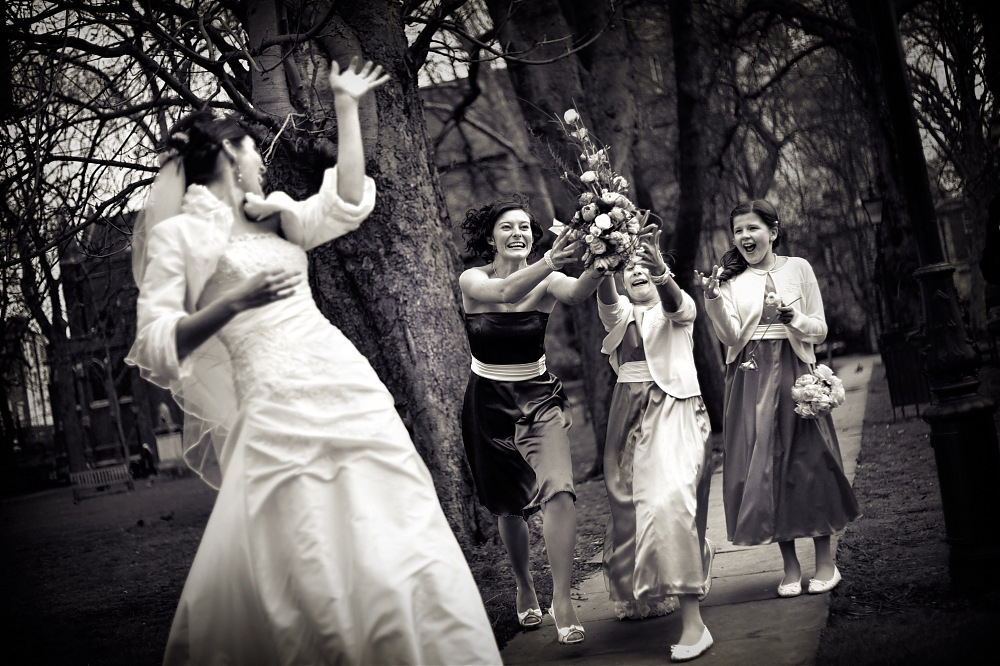 photoblog image Bouquet toss